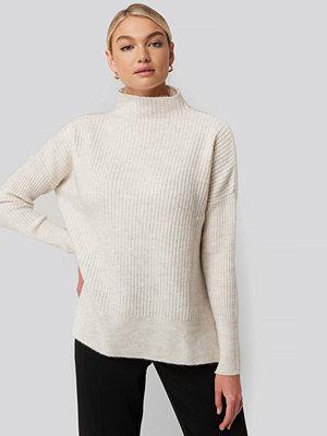 Trendyol Vertical Neck Side Slit Knitted Sweater vit