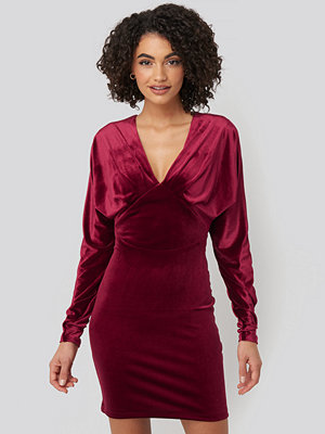 Trendyol Low-Cut Neckline Mini Dress röd