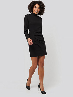 Trendyol Sheer Neck Mini Dress svart