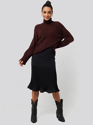 NA-KD Pleated Detail Skirt svart