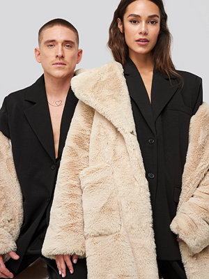 Danny Saucedo x NA-KD Big Front Pocket Faux Fur Coat beige