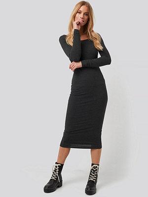 NA-KD Square Neck Long Sleeve Ribbed Midi Dress grå