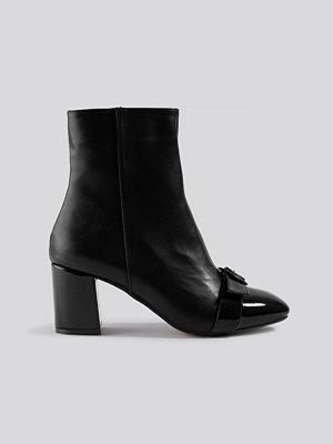 Trendyol Ring Belt Detailed Boots svart