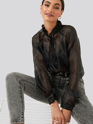NA-KD Party Tied Front Organza Blouse svart