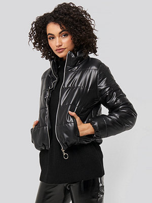 Trendyol Zipper Upright Collar Crop Jacket svart bomberjacka