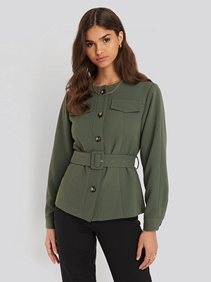 NA-KD Classic Buckle Belted Jacket grön