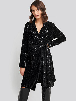 Rut & Circle Nea Wrap Dress svart