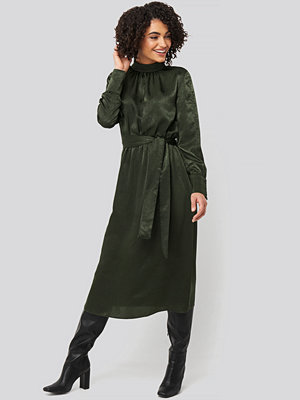 Trendyol Waist Belted Midi Dress grön