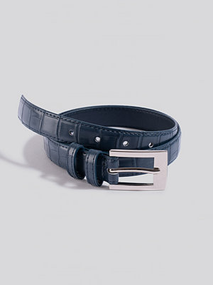 NA-KD Accessories Croc Slim Rectangular Belt blå
