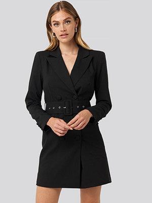 NA-KD Classic Wide Belt Blazer Dress svart