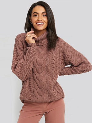 NA-KD Trend High Neck Cable Knitted Ribbed Sleeve Sweater rosa