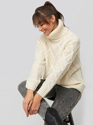 Tröjor - NA-KD Cable Knitted High Neck Sweater vit