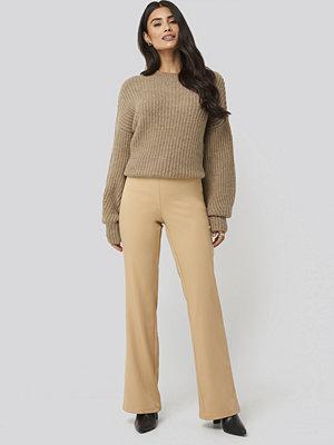 Dilara x NA-KD gula byxor Fitted Bootcut Pants beige