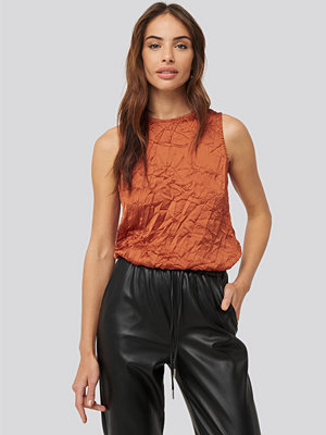 Toppar - NA-KD Party Creased Effect Sleeveless Top röd