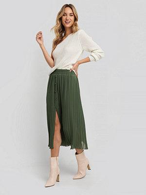 NA-KD Button Detail Pleated Skirt grön