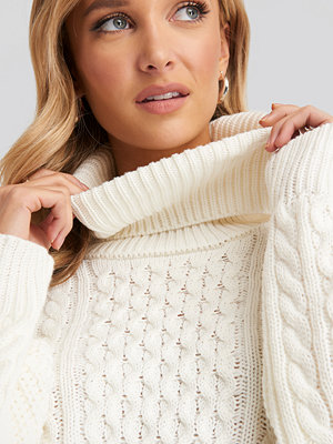 NA-KD High Neck Cable Knitted Sweater vit