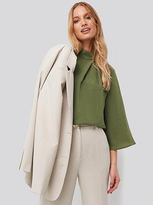NA-KD High Neck Wide Sleeve Blouse grön