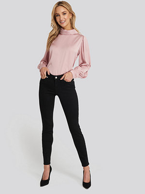 NA-KD Skinny Low Waist Jeans svart