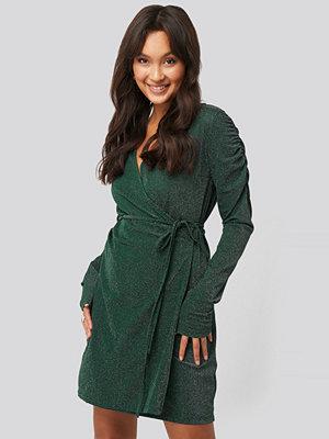 NA-KD Party Gathered Shoulder Glittery Dress grön