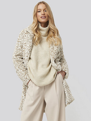 NA-KD Folded Sleeve Turtle Neck Knitted Sweater vit