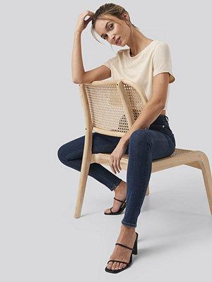Pamela x NA-KD Raw Hem Cropped T-shirt beige