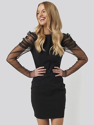 Trendyol Sleeve Detailed Mini Dress svart