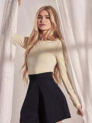 Pamela x NA-KD Reborn High Waist Skater Mini Skirt svart