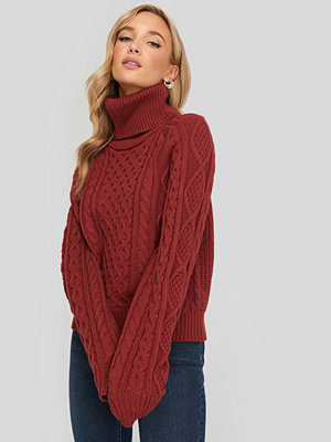 NA-KD High Neck Cable Knitted Sweater röd