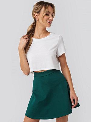 Pamela x NA-KD Raw Hem Cropped T-shirt vit