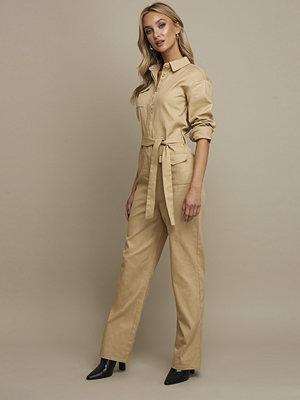 Jumpsuits & playsuits - Linn Ahlborg x NA-KD Front Pocket Jumpsuit beige
