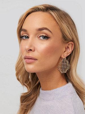 NA-KD Accessories smycke Drop Rhinestone Net Earrings guld