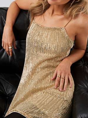 NA-KD Party Spaghetti Strap Sequin Dress guld