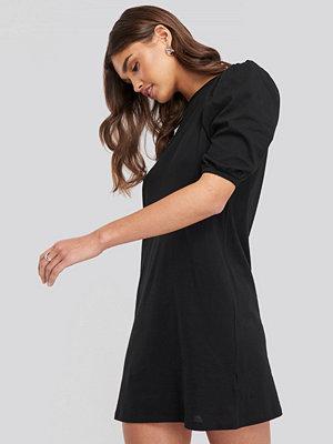 NA-KD T-shirt Puff Sleeve Dress svart