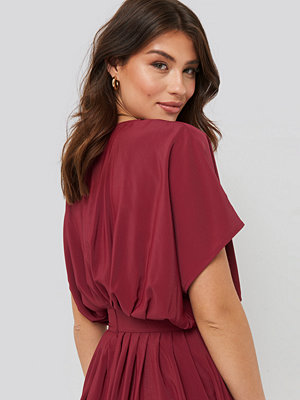 NA-KD Trend Marked Waist Dress röd