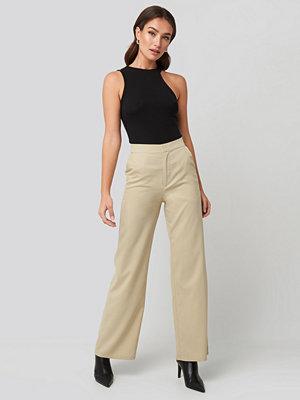 NA-KD Trend omönstrade byxor Wide Leg Suit Pants beige