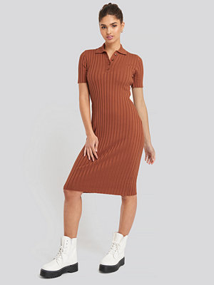 NA-KD Rib Knitted Midi Dress brun