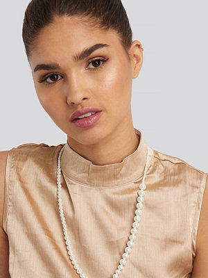 NA-KD Accessories smycke Uneven Long Pearl Necklace vit