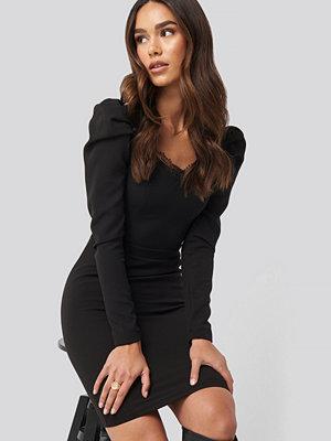 Trendyol Lace Detailed Mini Dress svart