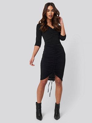 NA-KD Pull String Dress svart