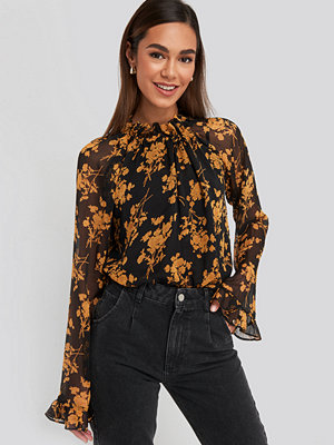 NA-KD Boho Flower Printed Shirred Blouse svart