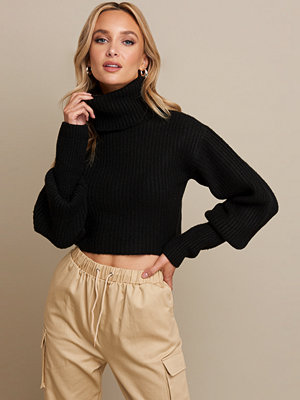 Linn Ahlborg x NA-KD High Neck Cropped Sweater svart