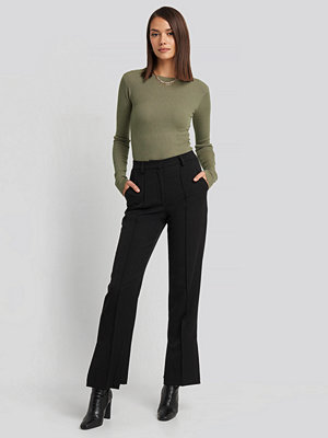 NA-KD Classic svarta byxor Creased Side Slit Pants svart