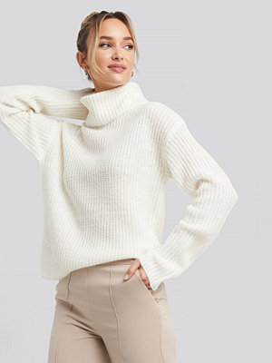 Tröjor - Adorable Caro x NA-KD Big Turtleneck Knitted Sweater vit