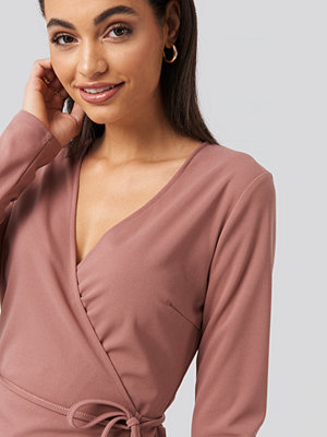 NA-KD Wrap Over Long Sleeve Top rosa