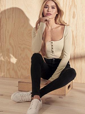 Pamela x NA-KD High Waist Skinny Fit Jeans svart