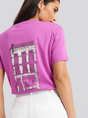 NA-KD City Print Oversized Tee rosa