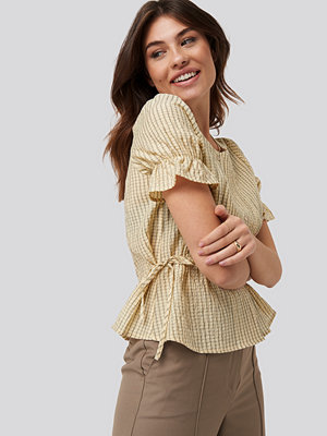 NA-KD Trend Tied Detail Puff Sleeve Blouse beige gul