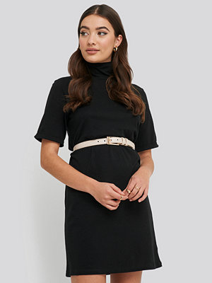 NA-KD Basic Polo Neck T-shirt Dress svart
