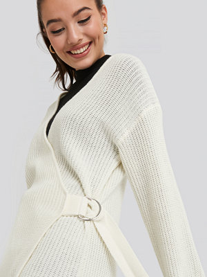 NA-KD Buckle Detail Knitted Cardigan vit