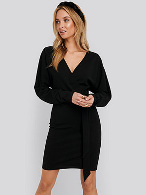 NA-KD Kimono Sleeve Mini Dress svart